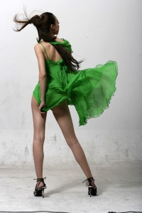 Model_in_green_dress